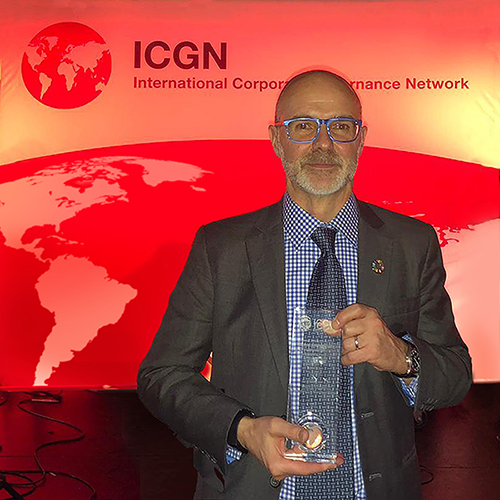 David Sheasby receiving ICGN award